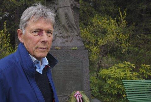 BRENNENDE ENGASJERT: Ingenting tilsa at Jan P. Pettersen skulle bli forfatter. Men den genuine interessen for andre verdenskrig i nord ville det annerledes. Nå er hans andre bok, «Kampen om historien», gitt ut. Foto: Jan Erik Teigen.