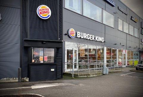 VOKSER: Et utbrudd i romjula, som blant annet omfattet en ansatt ved Burger King, vokser etter at det tirsdag kveld ble påvist et nytt smittetilfelle.