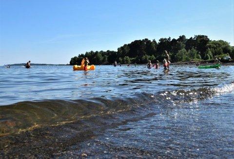 GOD KVALITET: Badevannet er blitt betraktelig kaldere siden slutten av juni, men kvaliteten er det lite å utsette på.