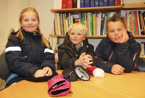 BARNEBORDET: Mille Ruud Hansen (8), Jakob Kvittum Konterud (8) og Jonas Haagensen Finstad (7) (t.h.) ved Langeland skole har også klare meninger om presidentvalget.
