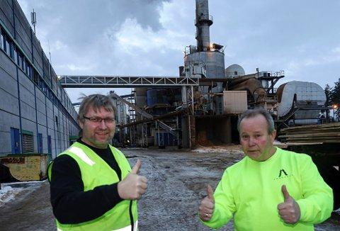 GÅR BRA: Fabrikksjef Espen Svenneby, til venstre, og klubbleder Roger Bjørklund kan melde om høy aktivitet ved Forestia.