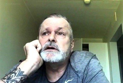 Eirik Jensen mener den krasse kritikken han kom med til Guro Glærum Kleppe i Spesialenheten under møtet i begynnelsen av mai, var berettiget. - Det er helt på sin plass å snakke rett fra leveren, sier han. Bildet er fra cellen hans i Kongsvinger fengsel.
