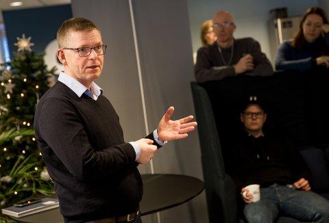 Administrerende direktør i GD, Jon Kristiansen, orienterer bedriften om sin beslutning om å skifte jobb tirsdag morgen.