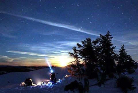 6. Magisk å tilberede middag under stjernehimmelen. Foto: Bente Olsen