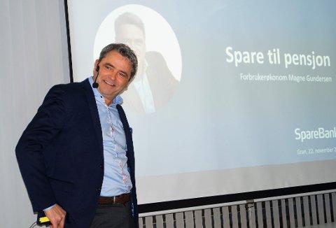 ADVARER: Forbrukerøkonom og Luksusfellen-ekspert Magne Gundersen advarer kvinner mot pensjonssjokk.