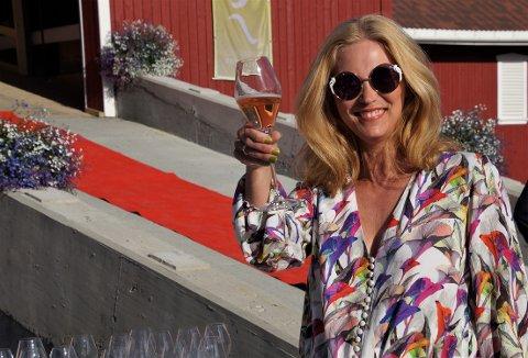 Eli Kristin Hanssveen drysser musikalske perler over hele bygda.