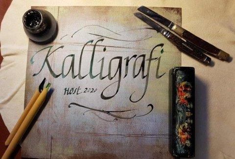 KURS: Vi lærer kalligrafi på papir.