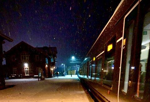TILFREDS: Passasjerene som reiser med Gjøvikbanen sier seg svært tilfreds med både togpersonalet og punktligheten. Det skriver Vy Gjøvikbanen i en pressemelding.