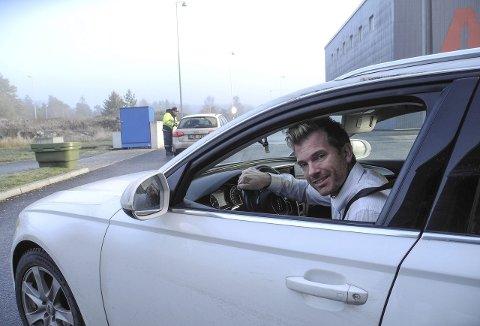 Grensekontroll: – I disse tider er det ok med grensekontroll. Jeg var forberedt på å bli stoppet i min tur til Norge, sier Fredrik Wåhlstrand. Alle foto: Jan Erik Sørlie