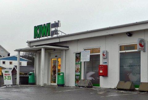 BLODIG I HÅNDJERN: Offeret ble tatt med til Kiwi på Brødløs hvor det dengang var bank i butikk for å ta ut penger. Han ga lyd fra seg og kom seg unna kidnapperne. Forholdet skjedde 7.desember 2013.Arkivbilde.