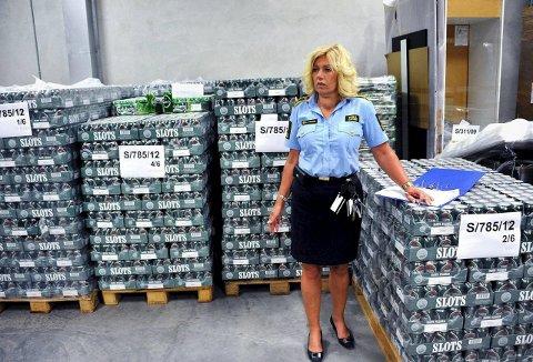 Rekordmange beslag: Tollvesnet har aldri gjort flere beslag av doping, amfetamin, marihuana og kokain. Samtidig kan Wenche Fredriksen fortelle at det fortsatt smugles mye øl.