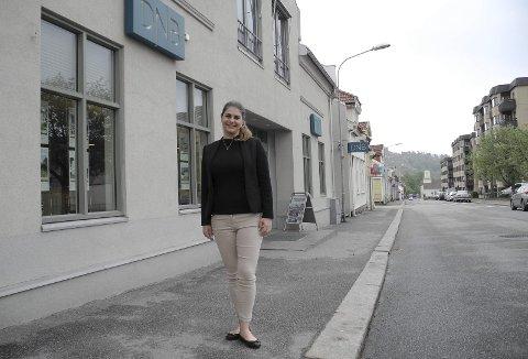 Ny jobb: Linda Torp Skogli i DNB Eiendom er etter det HA erfarer Halden første kvinnelige sjef innen eiendomsmegling. – Jeg gleder meg, sier hun.Foto: Jan Erik Sørlie
