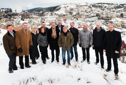SATSET: I februar 2013 lanserte denne gjengen en storsatsing for Halden. Fra venstre: Jørn Berg, Roar Elsness, Lena Karlsen, Thor Edquist, Heidi Ottesen Sandmo, Harald Kynningsrud, Arild Klingstrøm, Ole Evenrud, Morten Kjølbo, Magne Rannestad, Thor Fagereng og Ole Kristian Sørlie.
