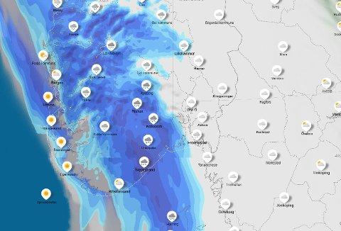 Slik ser værkartet til Meteorologisk institutt ut for fredag ettermiddag og kveld. Nedbørsområdet kommer til å passere Østfold fredag kveld og natt.