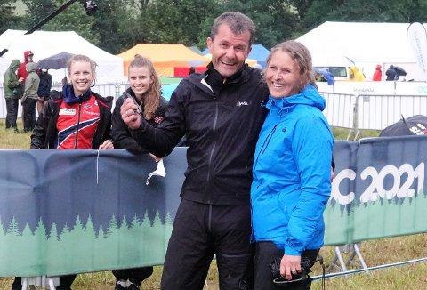 GOD SLUTT: Stafetten endte med lettelse for Per Olaussen, kona Trine Olaussen og VM-medalje-døtrene Kamilla Steiwer (til venstre) og Marie Olaussen.