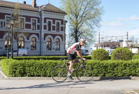 På sykkel i Hamar: Justin Futers har tro på at sykkelturismen i Innlandet kan blomstre, og med sin kunnskap og erfaring fra andre land jobber han med å få i gang Norge Wheels. Alle foto: Jo E. Brenden
