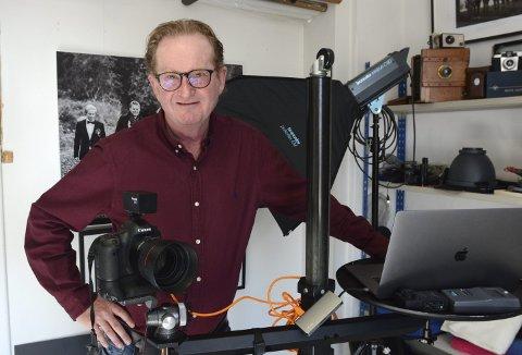 GLEDER SEG: Arnfinn Johnsen har de siste 29 årene møtt 115 OL-vinnere som han har fotografert. Nå går prosjektet med paralympiske vinnere mot slutten når utstillingen kommer til Hamar om to uker. Da blir det også mulig for Johnsen å returnere til hverdagen som «vanlig» fotograf.