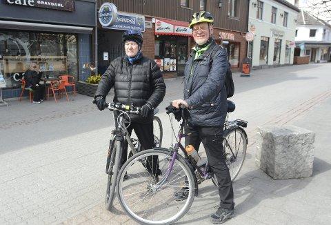 VIL HA MED FLERE: Hamar Sykkelgruppe er en lavterskel mosjonsgruppe som ønsker å ha med seg flere på sykkeltur. -Sykkel og hjelm er det eneste som trengs, forteller Bjørn Kjeldsen og Vidar Faraasen.