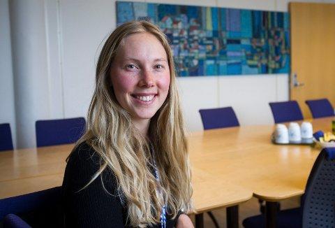 SPENNENDE FORSKNING: Karoline Sjøen Andersen omtaler seg selv som haugalending. Hun jobber i Unitech med masteroppgave i nanoteknologi: hvordan fjerne saltlag fra solceller i havbruk.
