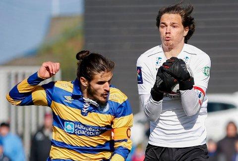 TAR NYTT STEG: I 2019 spilte Thomas Kinn (t.h.) i 3. divisjon mot Maid Memic og Djerv 1919. Nå har sveibuen signert kontrakt med Mjøndalen i Eliteserien.