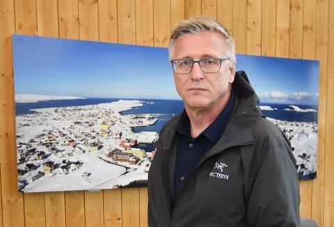 INGEN KONTAKT: Ordfører i Vardø kommune og styreleder for Øst-Finnmark regionråd, Robert Jensen, mener Vadsø kommune bør ha dialog med kommunene i Varanger om utvidelse av flyplass i Vadsø.