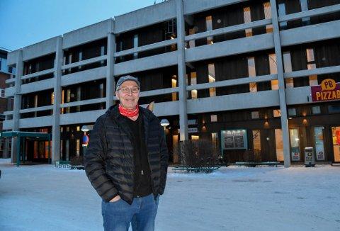 TIL SALGS: Trygve Rødberg (65) skal selge DNB-bygget på Alta sentrum.