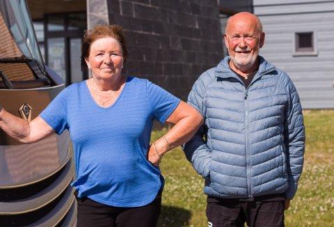 FJERDE GANG: Snefrid Kristensen (70) og Dagfinn Kristensen (73) har ingen tilknytning til Finnmark, annet en at de er veldig glad i plassen, og har vært her flere ganger. I år har de med seg bobil på tur i Finnmark for fjerde gang.
