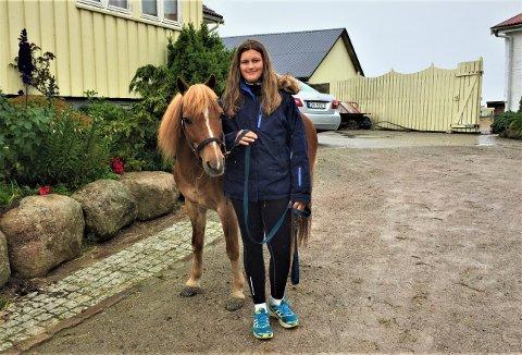 Hjemmebane: Sanne hjemme etter seieren på Momarken med ponnien Àngman