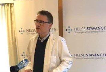 PRESSEKONFERANSE: Geir Lende er klinikksjef ved klinikk A på SUS, som har anestesi, intensiv, operasjon og ortopedi. Her fra torsdagens pressekonferanse.