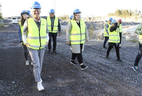 BESØKTE LANGØYA: 9. september besøkte ordfører Elin Gran Weggesrud (Ap) og andre lokalpolitikere Langøya. Foto: Lars Ivar Hordnes