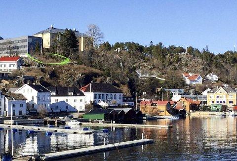FORSLAG: Det er området innenfor den grønne streken som kan bli en del av Kragerø skoles areal. Rødt og MGD mener at området kan brukes av de eldste elevene. FOTOMONTASJE: PRIVAT