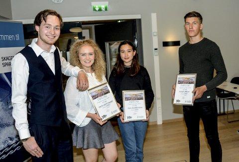Vinnerne: Leder i ungdomsrådet Ole Tobias Johansen til venstre delte ut prisene til Marthe Sofie Hegdahl (musikk), Nana Umetani Schulze (kultur) og Kristoffer Pedersen (idrett).