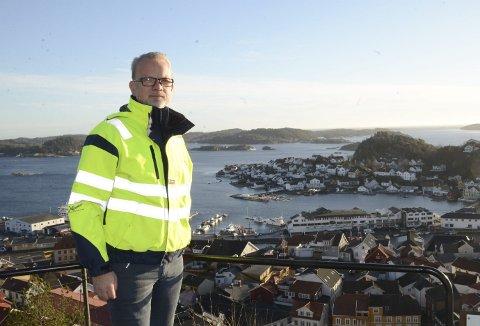 Administrerende direktør, Geir Elsebutangen, i Kragerø Energi lover å vise fram Kragerø når medlemmer av Distriktsenergi kommer til Kragerø.