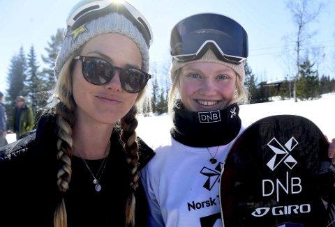 NOMINERTE: Silje Norendal (t.v.) og Tina Steffensen er nominert til tittelen Årets kvinnelige snøbrettkjører.FOTO: OLE JOHN HOSTVEDT