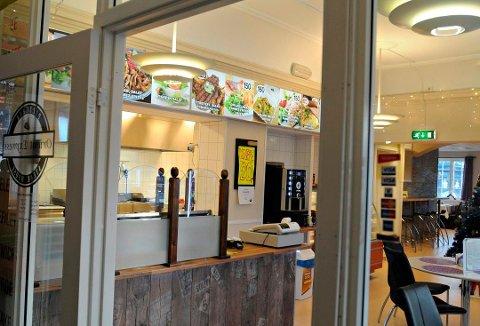 TIL SALGS: Restauranten på togstasjonen er til salgs.
