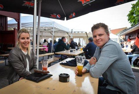 Marte Ausland Dieset og Vegard Skjold koste seg hos Gamle Norge pub, men savnet det yrende folkelivet vi pleier å ha under jazzfestivalen.