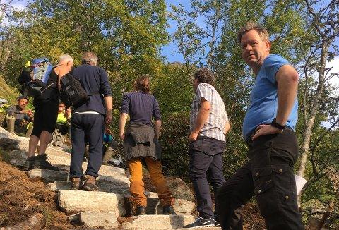 Mange hadde tatt turen da Tor Henriksen (t.h) og resten av Djevelporten forening inviterte til prøvetur lørdag.