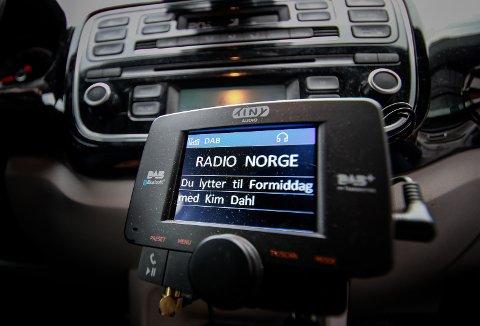 DAB-ADAPTER: Dersom man bluetooth-kobler mobilen over et DAB-adapter som sender over FM-nettet risikerer man at andre kan tyvlytte til samtalen.