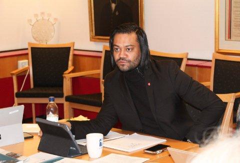 LUKKET: Settevaraordfører Shakeel Rehman (Ap) valgte å lukke formannskapsmøtet under behandlingen av permisjonssøknaden til Michael Baker (Ap).