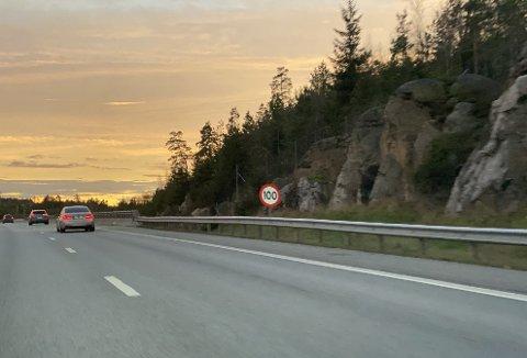 Det har nå kommet opp nye skilt på E6, her fra Vestby.