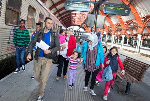TAR TOGET: Flyktningene tar nå toget nordover i Sverige, og både i Nord-Finland og Nord-Sverige øker flyktningstrømmen sterkt.