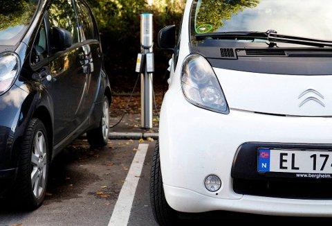 Må PREMIERES: De som kjøper elbil sparer miljøet, og det bør man premieres for, mener Øyvind Hilmarsen (H).