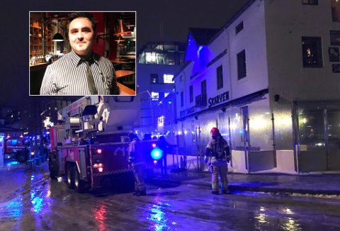 Mathias Westberg er vaktleder på Skarven fredag kveld og forteller har hva som var foranledningen til pipebrannen. Foto: Ola Solvang