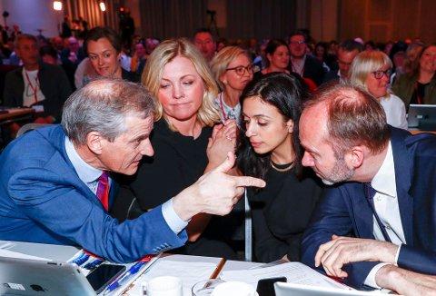 Ifølge anonyme kilder brygger det opp til maktkamp i Ap. På bildet: Ap-leder Jonas Gahr Støre t.v, partisekr. Kjersti Stenseng, Hadia Tajik og Trond Giske på Arbeiderpartiets landsmøte.