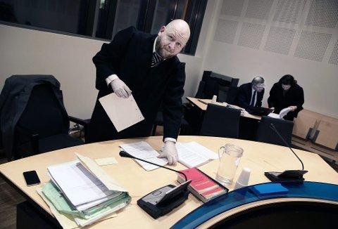 FENGSLINGSMØTE: Bjørn Morten Litveit Hansen er forsvarer for en 39 år gammel kvinne som ble pågrepet torsdag, siktet for grov narkokriminalitet. Kvinnen erkjenner ikke straffskyld. Her er Hansen avbildet i forbindelse med en annen rettssak.