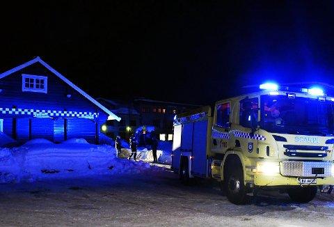 Her er brannvesenet på plass. FOTO: TORBJØRN KOSMO, SALANGEN-NYHETER.COM