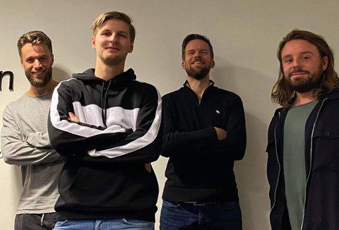 STERK TROPP: Martin Skaug, Jonas Høylo Fundingrud og Anders Mo Hanssen har fått med seg Christian Justad Tønsvoll for å diskutere TIL-flopper og en hel del annet.