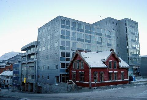 NYE LOKALER: Hit til det lille røde huset i krysset Fredrik Langes gate/Vestregata flytter UNNs LAR-lab.