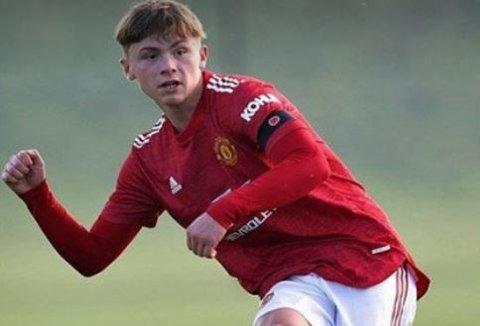 PROFFKONTRAKT: Isak Hansen-Aarøen skal ha skrevet proffkontrakt med Manchester United etter at han  nylig fylte 17. Foto: Instagram