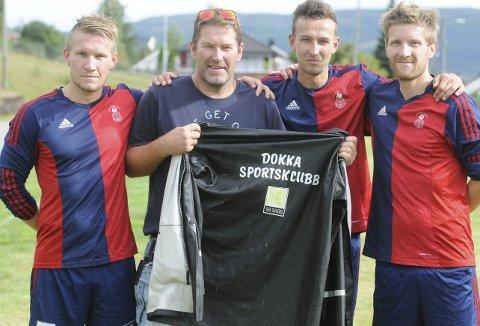 Dokka Sport tok en viktig seier i bortekampen mot Vardal lørdag, fra venstre spiller og trener Lars Ivar Brandvold, sportslig leder Geir Sandberg, spiller og trener Espen Haugerud og Pål Kristoffer Brandvold.